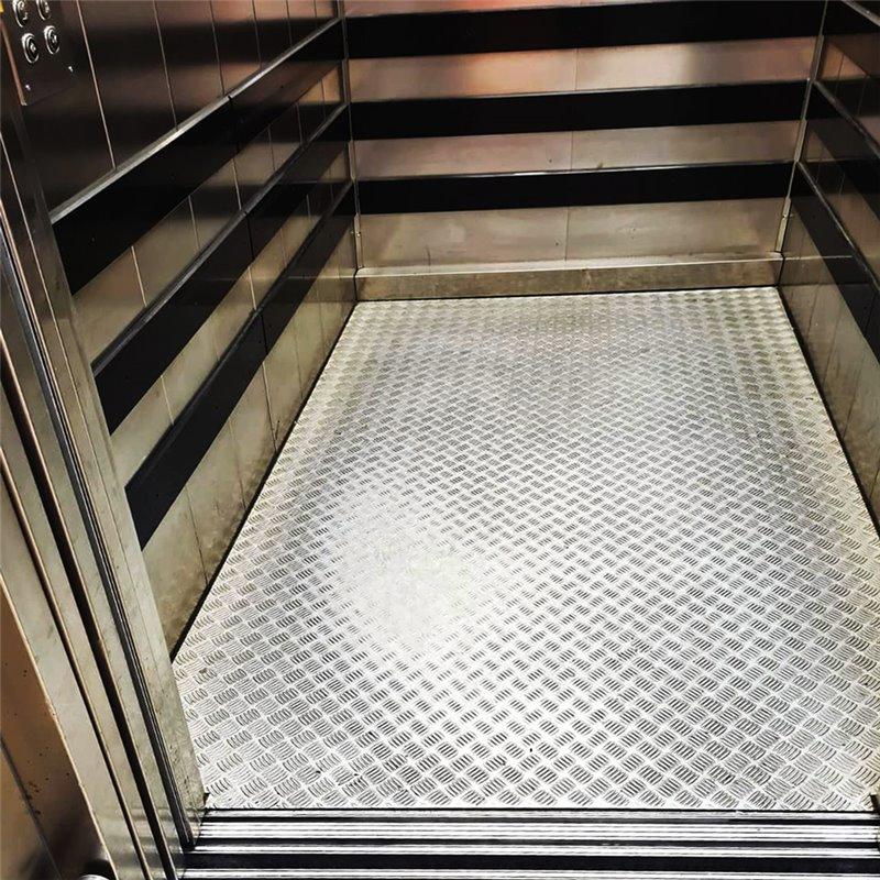 Replacement of lift cabin floors in SHEET METAL