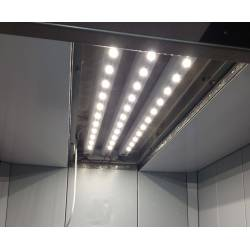 Barre LED montate in cabina ascensore